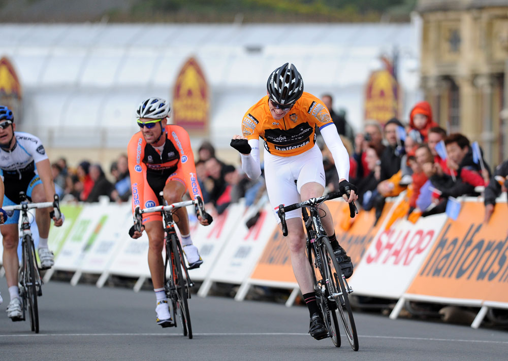 Ed Clancy wins, Tour Series 2011, round two, Aberystwyth