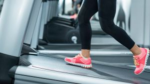 How many steps walking: woman on treadmill going uphill