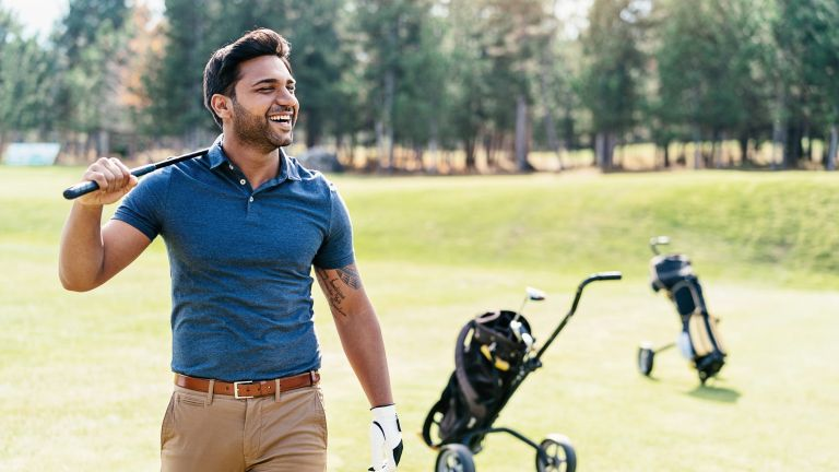 Man with a trim stomach playing golf