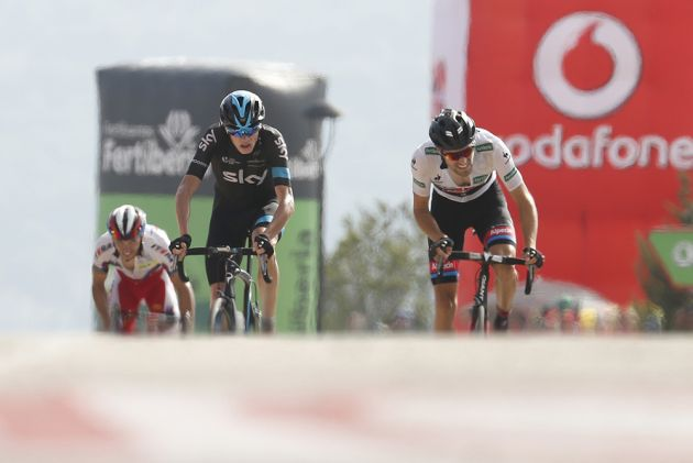 Thumbnail: Chris Froome (Team Sky) and Tom Dumoulin (Giant-Alpecin) battle it out in the final metres of stage nine of the Vuelta a Espa�a (Sunada).
