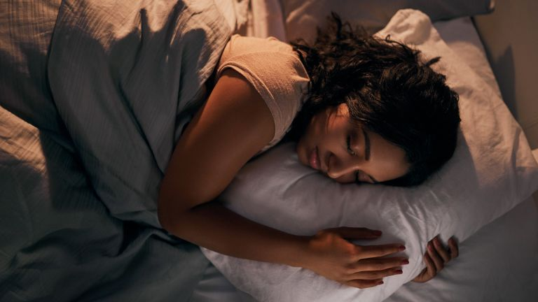 woman sleeping with pillows, best pillows for neck pain