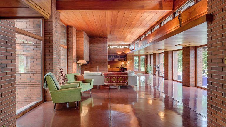 Frank Lloyd Wright rental homes, Bernard Schwartz House