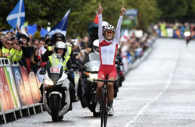 Lizzie Armitstead wins Commonwealth Games women's road race