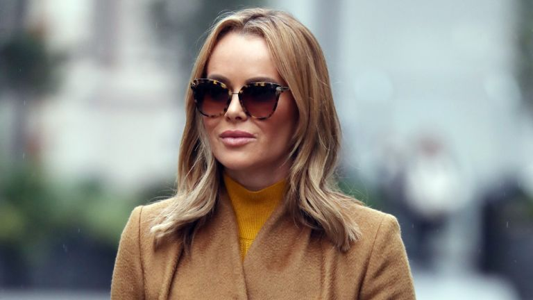 Amanda Holden's skirt: Amanda Holden walking to work