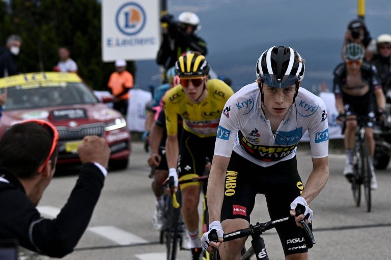 Jonas Vingegaard attacking Tadej Pogačar on Mont Ventoux