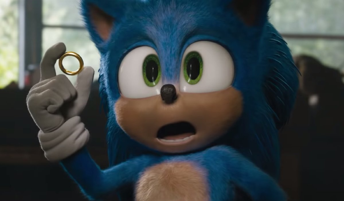 Sonic The Hedgehog confused, holding a ring