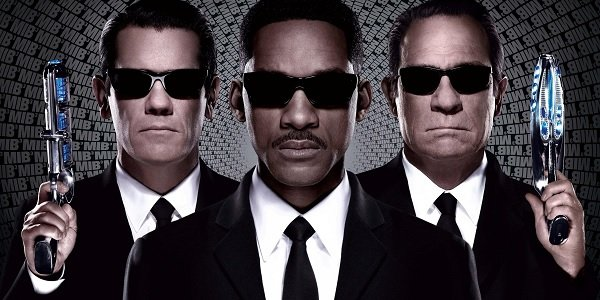 Men in Black III Josh Brolin Will Smith Tommy Lee Jones Agent J flanked by Agent Ks
