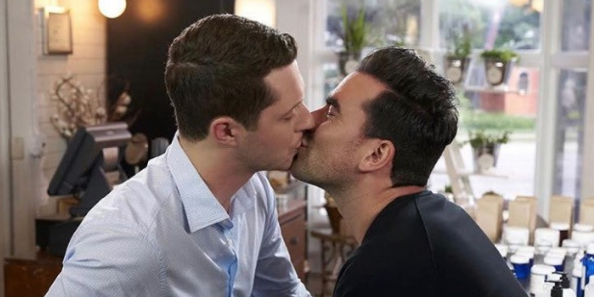 Patrick and David kissing in Schitts Creek