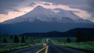 The road leading to Mount Shasta California