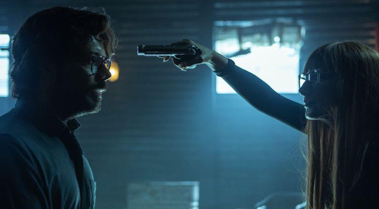 ÁLVARO MORTE as PROFESOR, NAJWA NIMRI as ALICIA SIERRA in episode 01 of LA CASA DE PAPEL. Who dies in Money Heist season 5