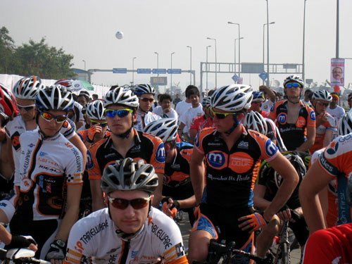 Motorpoint at the start, Tour de Mumbai 2011