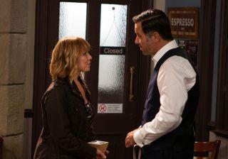 Graham Foster arranges to take Rhona out for dinner in Emmerdale