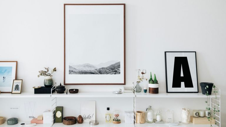decorate items on shelving and framed print