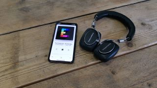 Apple ready to pay for podcasts