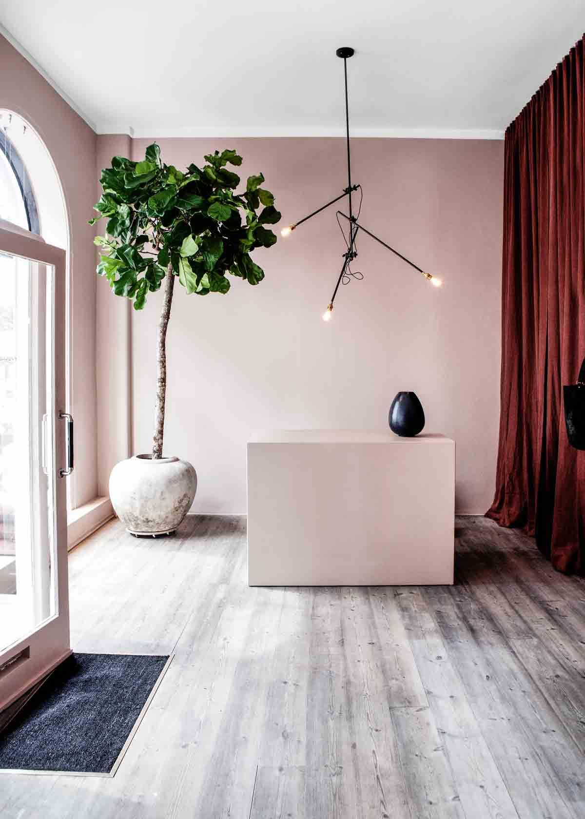 How to decorate with pale pink