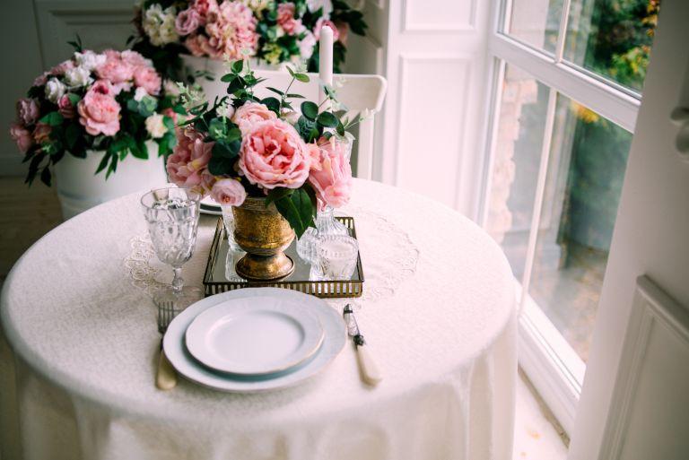 Simon Lycett flower arrangement with roses on a breakfast table