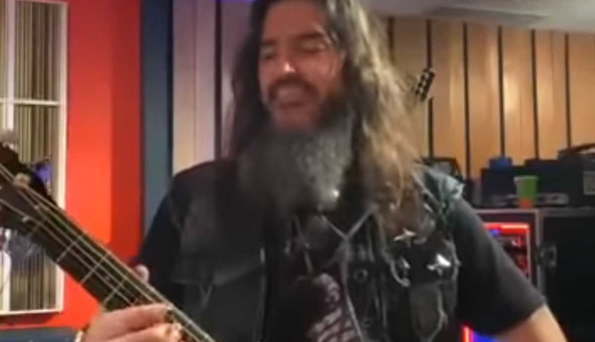 Robb Flynn has just covered Slipknot and System Of A Down on an acoustic guitar