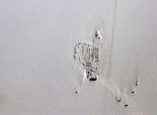 icebridge-south+pole-station-101109-02
