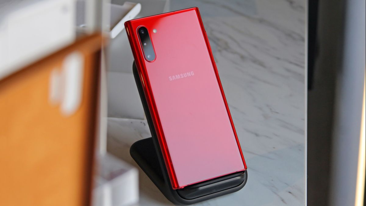 Best Small Phones of 2019: Top Picks Under 6 Inches | Tom's