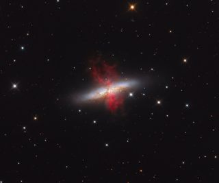 Messier 82 Cigar Galaxy starburst galaxy Fera
