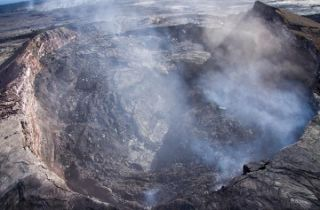 kilauea-crater-collapse-110804-02