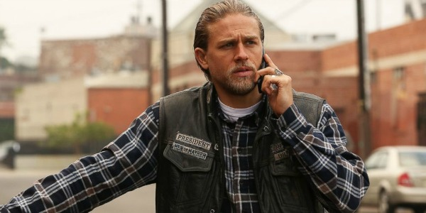 Charlie Hunnam on the phone in Sons Of Anarchy