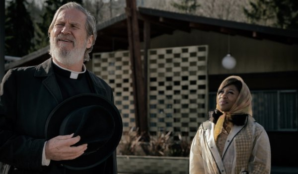 Bad Times At The El Royale Jeff Bridges and Cynthia Erivo being friendly in the sunlight