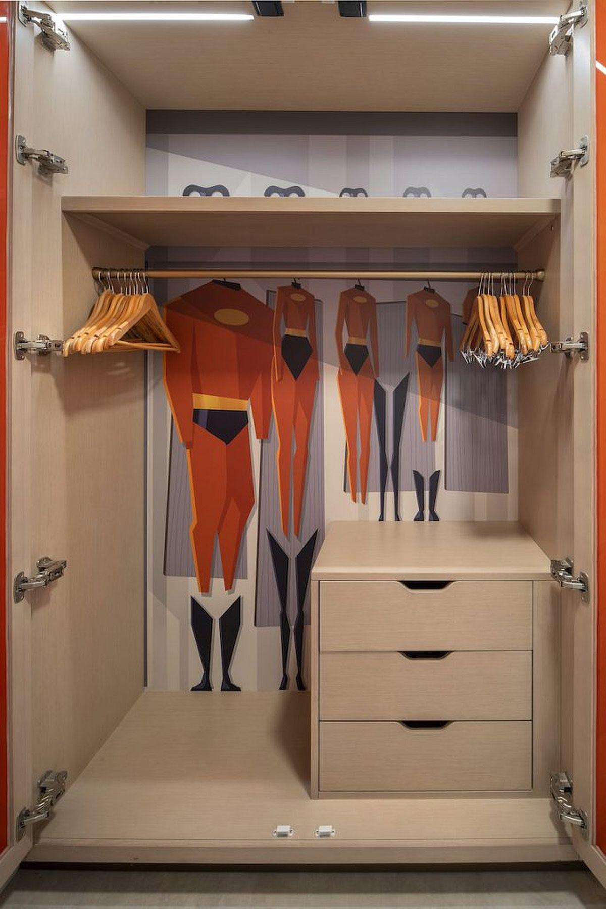 Contemporary resort closet