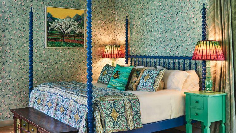 Matthew Williamson pattern tips, bedroom with maximalist design