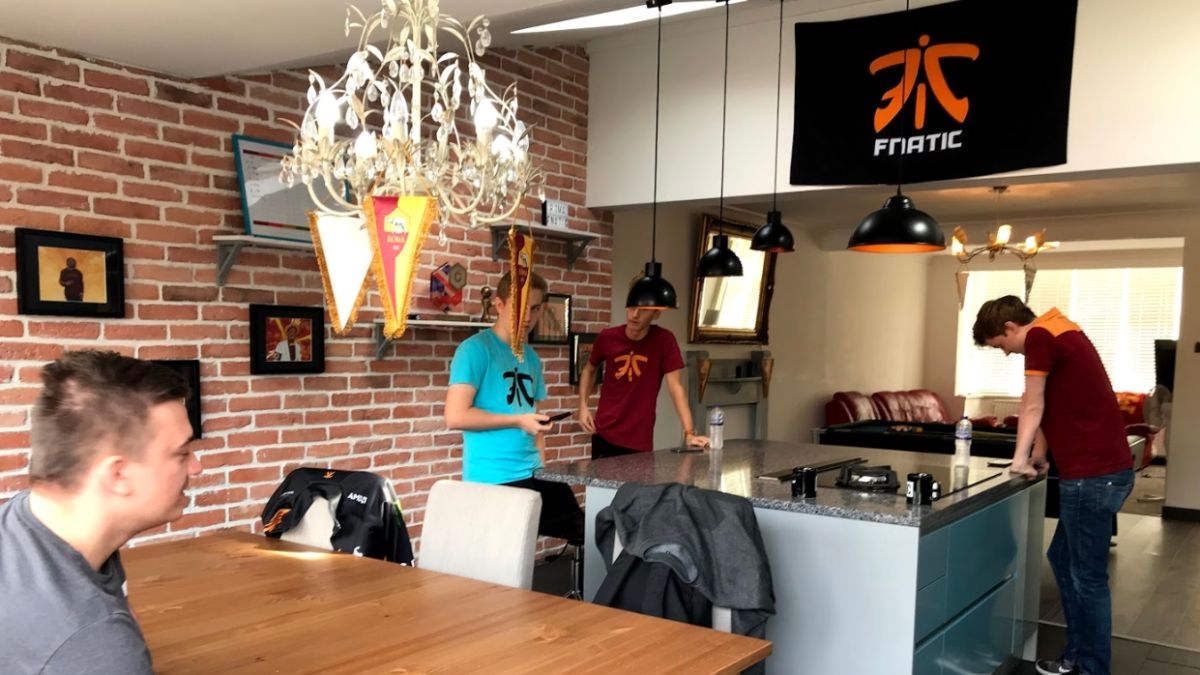 Life Inside A Pro Esports Team House With Fnatic