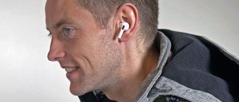Apple AirPods Prot Gareth Beavisin korvissa