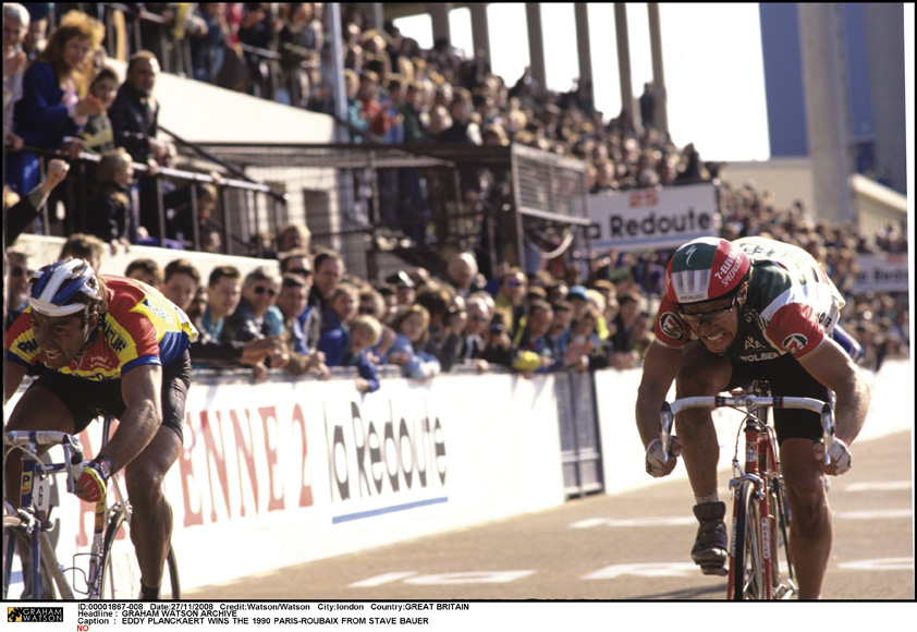 Bauer and Planckaert sprint for the line at Paris-Roubaix 1990