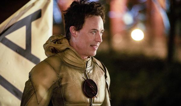 the flash season 5 finale eobard thawne reverse flash the cw