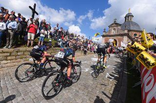 Up the Muur van Geraardsbergen at 2017 Tour of Flanders Women