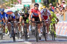 Mark Cavendish wins stage 13 at the Giro d'Italia