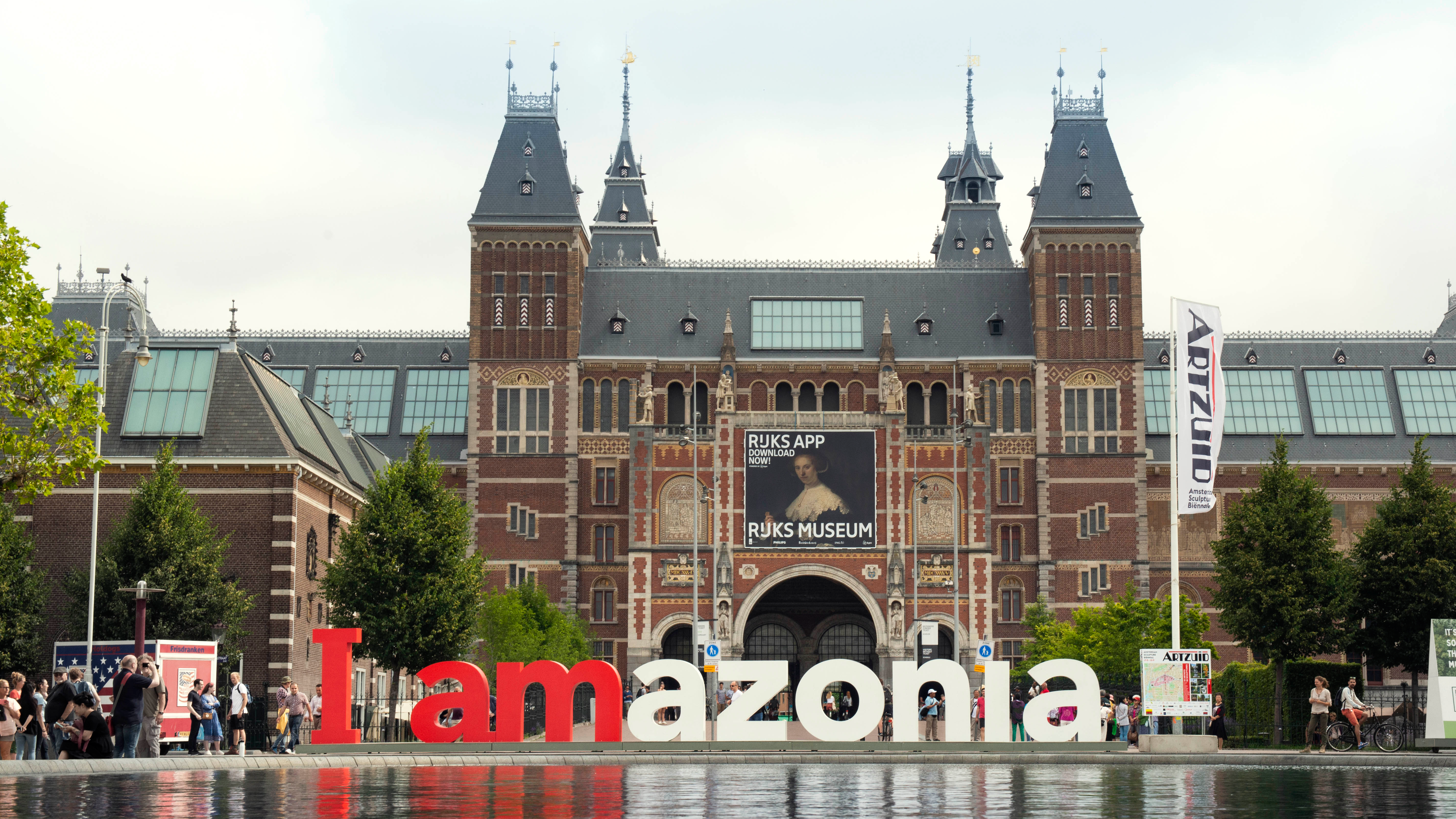 'I amsterdam' sign returns with a powerful new message   Creative Bloq
