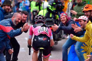 Simon Yates rides through the crowds at the 2018 Giro d'Italia