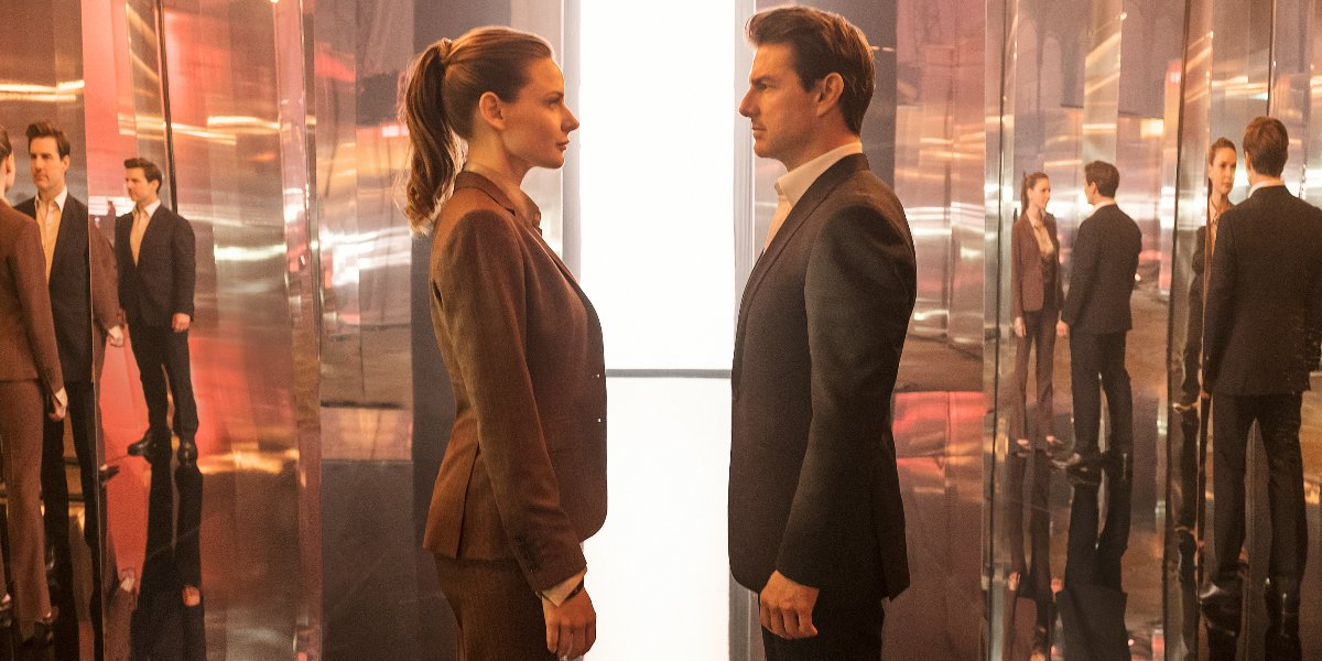 Rebecca Ferguson and Tom Cruise facing off in a mirrored room in Mission: impossible - Fallout.