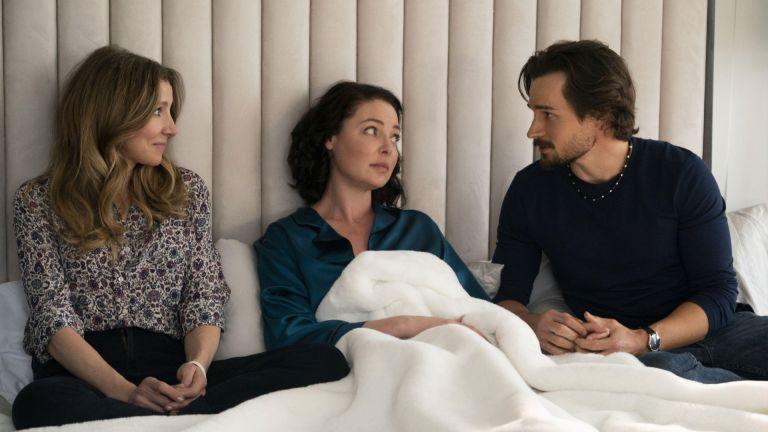Sarah Chalke, Katherine Heigl and Jon-Michael Ecker in Netflix's Firefly Lane