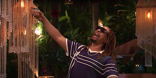 """Lil Jon yells """"Yeah!"""" as guest host on Bachelor in Paradise"""