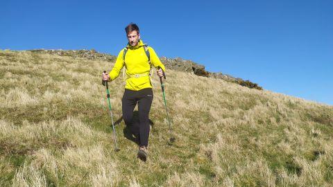 Hiker wearing the Arc'teryx Kyanite hoody