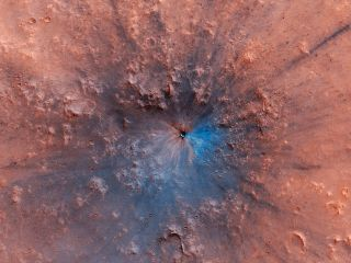 Bam! Fresh Crater Spied on Mars — and It Looks Spectacular