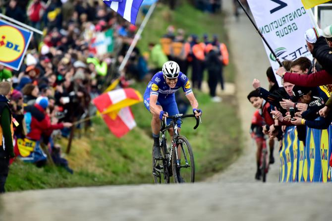 Niki Terpstra climbs into the lead at Tour of Flanders