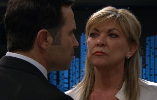 Kim turns her attentions to seducing Graham in Emmerdale