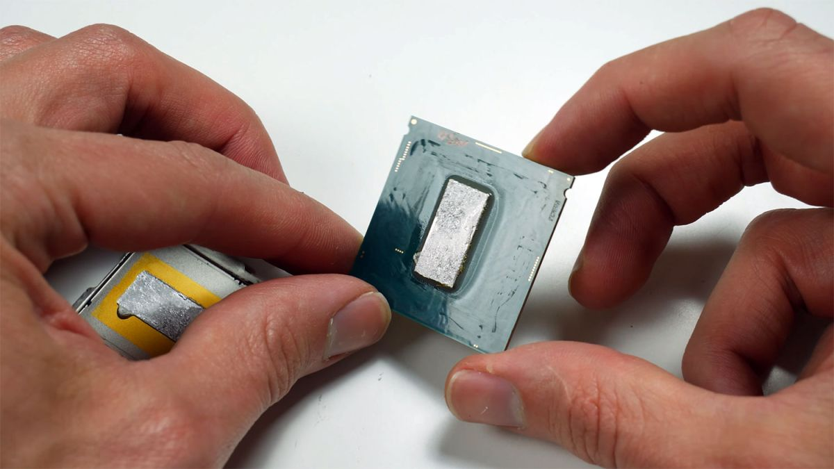 Watch a professional overclocker delid and sand down an Intel Core i9-9900K