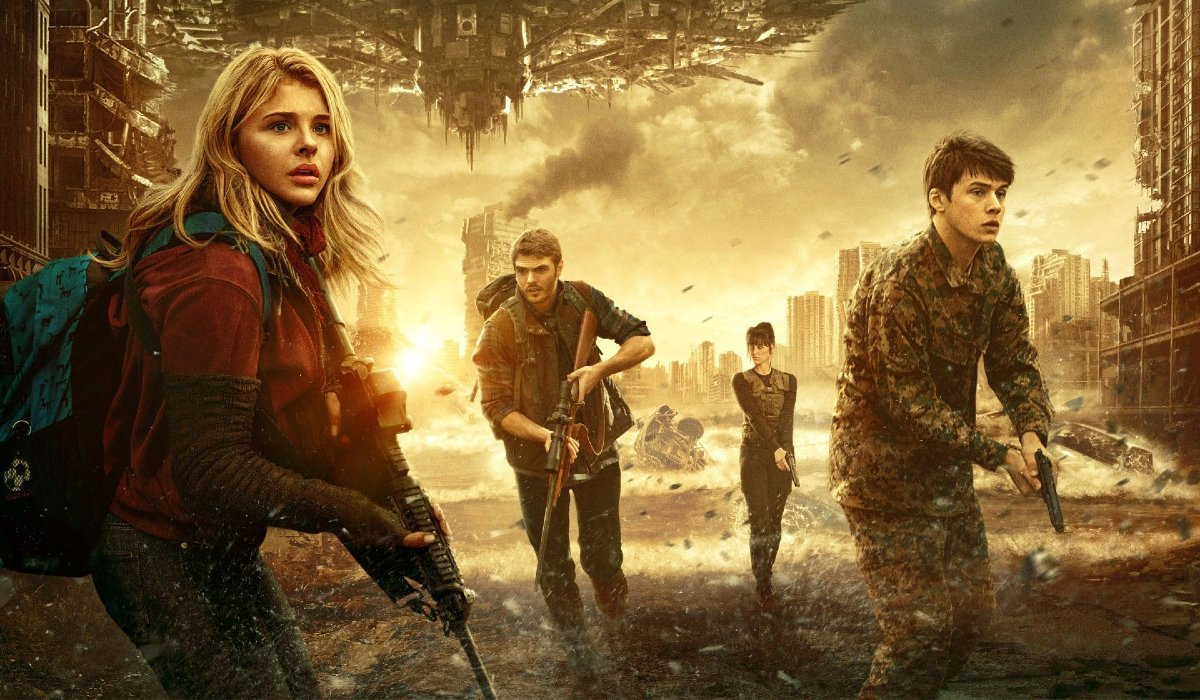 The 5th Wave Chloe Grace Moretz flees, gun in hand, with other humans