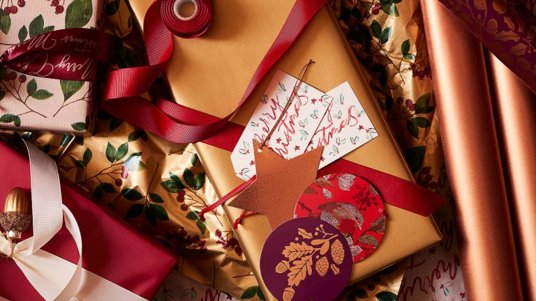 John Lewis & Partners Bloomsbury Cranberry Gift Wrap Set