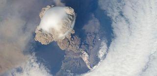 explosive eruption of Sarychev Volcano