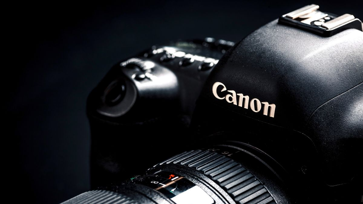 Canon EOS 5D Mark V and EOS R Mark II appear in company's internal roadmap