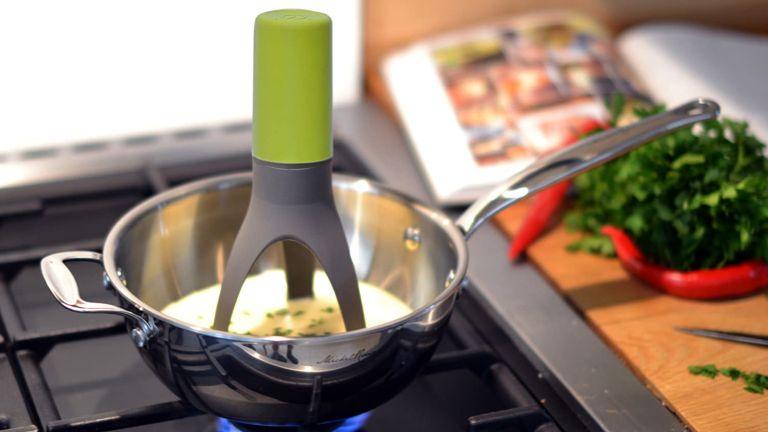The best kitchen gadgets: üutensil Stirr Automatic Pan Stirrer